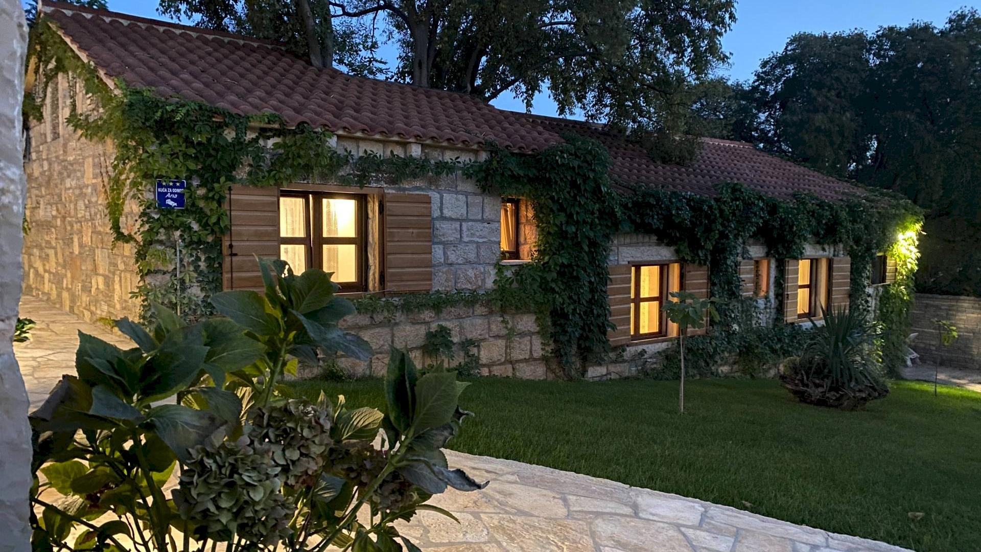 Ako želite pobjeći od užurbanog gradskog života, ovo imanje u selu Stankovci u dalmatinskom zaleđu, savršeno je mjesto za vas.